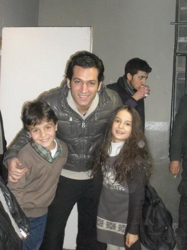 Мурат Йылдырым с дочкой и сыном.