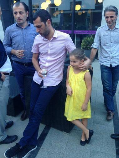 Мурат Йылдырым с дочерью.
